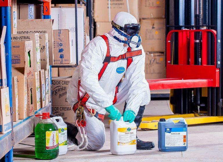 W jaki sposób bezpiecznie transportować niebezpieczne towary?